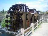水を汲み上げる三連水車
