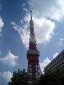 そびえ立つ東京タワー