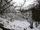 滝の周辺の氷壁