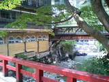 積善館の側を流れる川