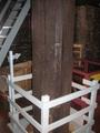 風車の動力を水車へ伝える中央の柱