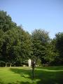 美術館の庭にて