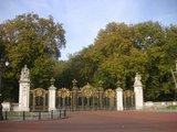 Buckingham Palace 公園方向への門