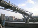 Millenium Bridge 下部