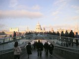 Millenium Bridge と St. Paul's Cathedral