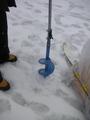 氷用ドリルで穴をあける